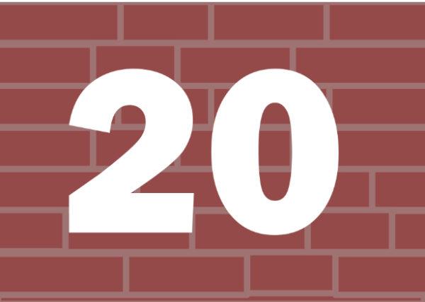 Liczba 20 na tle murku